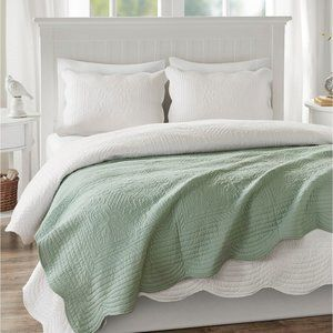 Madison Park Tuscany Quilted Scalloped-Edge Throw